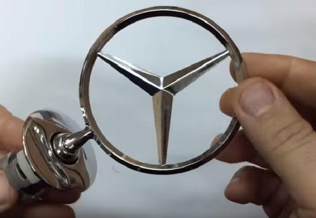 ВКанске рабочий автосервиса загнал Mercedes клиента вболото