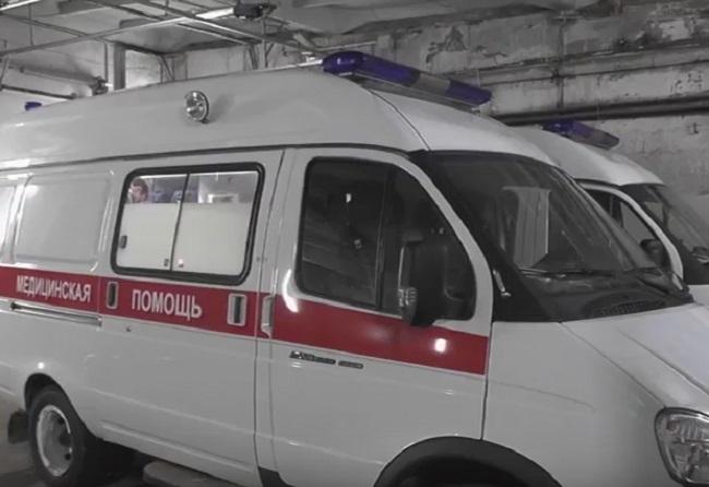 ВКрасноярске автомобиль на«зебре» сбил бабушку свнучкой