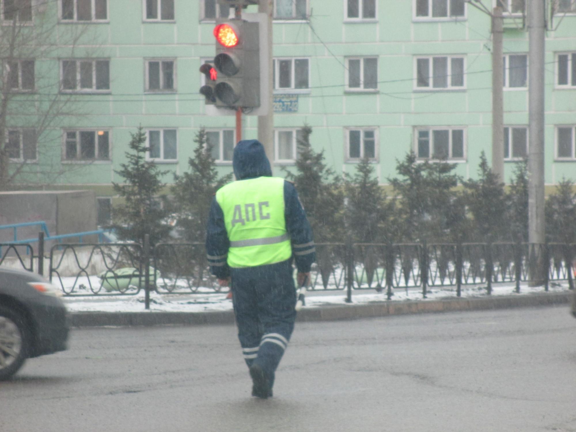 Красноярский шофёр сдал вФСБ вымогавшего унего взятку гаишника