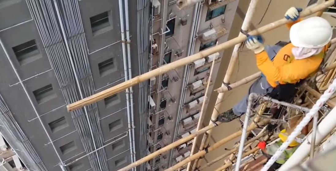 ВКрасноярске мужчина сорвался с11 этажа строящегося дома и умер